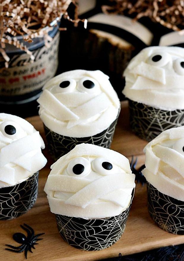 halloween_cupcakes_beautifullife_05_1414355843