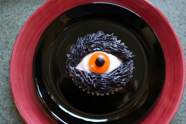 halloween_cupcakes_beautifullife_09_1414355846