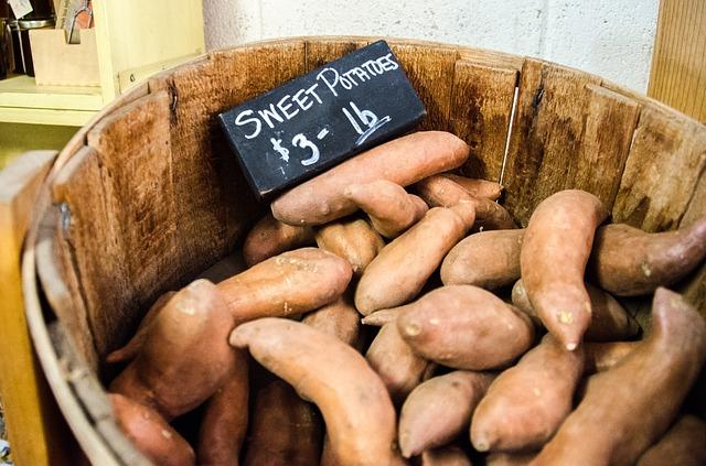farmers-market-912635_640