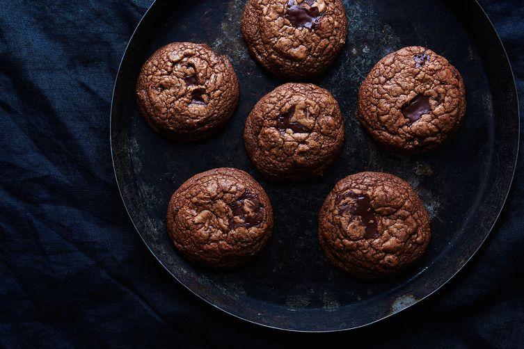 4f7f6dc6-bc45-4808-8873-1752a5e1cc85--2015-1119_chocolate-pepper-cookies_linda-xiao-054